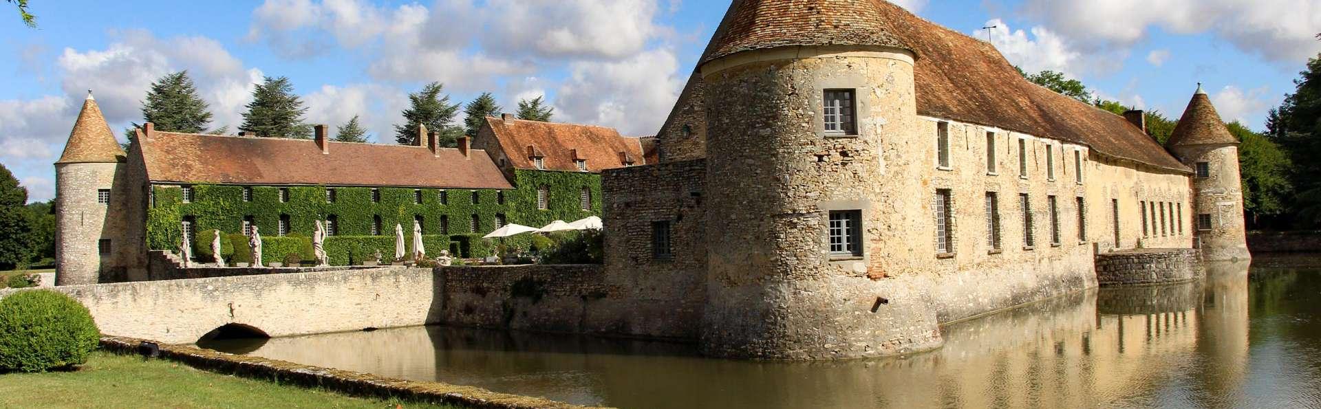 Les Maisons de Campagne - Château de Villiers-Le-Mahieu - EDIT_EXTERIOR_02.jpg