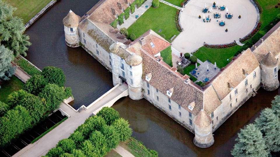 Les Maisons de Campagne - Château de Villiers-Le-Mahieu - EDIT_EXTERIOR_01.jpg