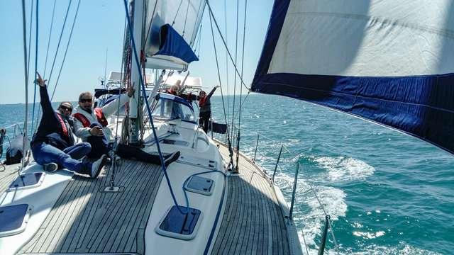 Paseo en velero en La Rochelle