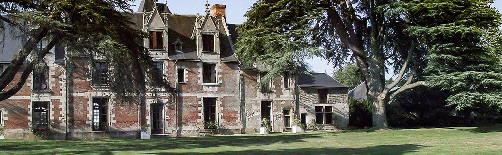 Château de Jallanges - EDIT_WEB_FRONT_02.jpg