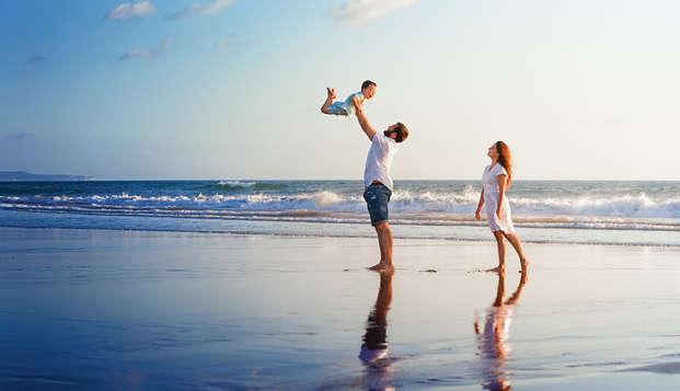 Sol, playa y relax en familia con un niño incluido en Lloret de Mar
