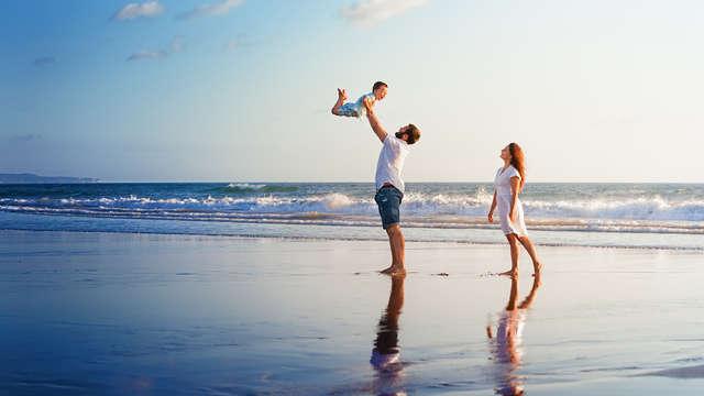 Soleil, plage et détente en famille avec un enfant inclus à Lloret de Mar