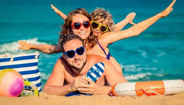 Vacaciones en familia con un niño incluido y pensión completa en la Costa Brava