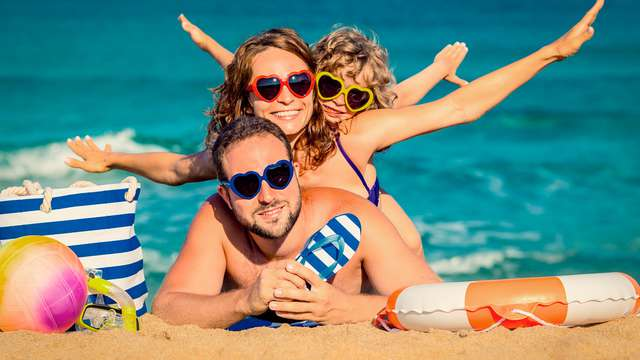 Vacances en famille avec un enfant inclus et pension complète sur la Costa Brava