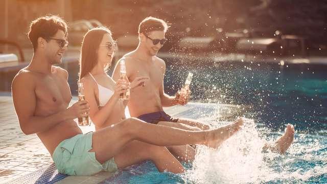 Détendez-vous entre amis sur la plage avec formule tout compris à Lloret de Mar