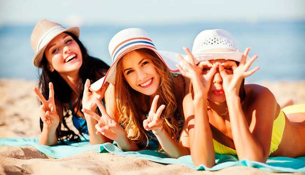 Disfruta con amigos del sol y el mar en media pensión en Lloret de Mar
