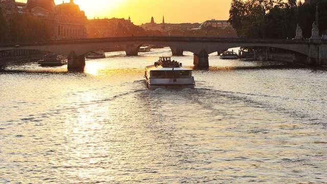 Croisière en Bateaux Mouches et séjour en suite familiale à Paris