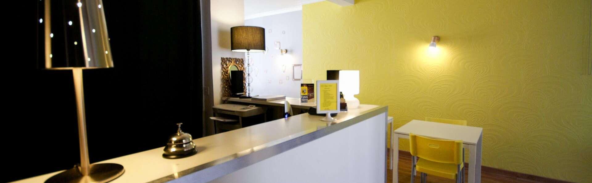 Hotel Little Lodge - EDIT_LOBBY_01.jpg