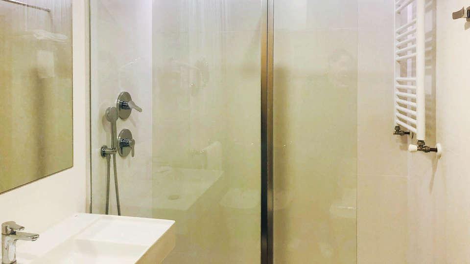 Hotel Rosaleda del Mijares - EDIT_NEW_BATHROOM2.jpg