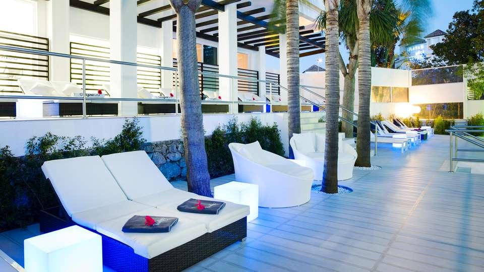 H10 Andalucía Plaza - EDIT_POOL_02.jpg