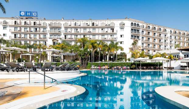 Escapada a Marbella en hotel céntrico y próximo a la playa en media pensión