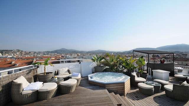 Escapade en amoureux avec champagne et spa privatif à Nice
