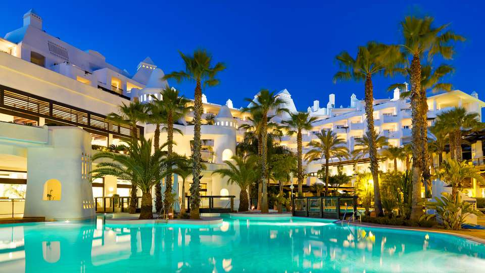 H10 Estepona Palace - EDIT_POOL_02.jpg
