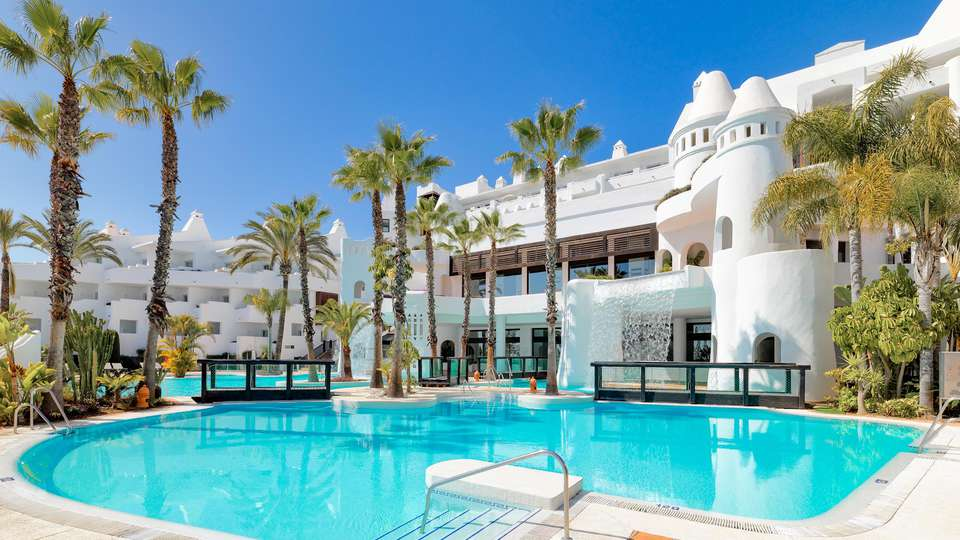 H10 Estepona Palace - EDIT_POOL_03.jpg
