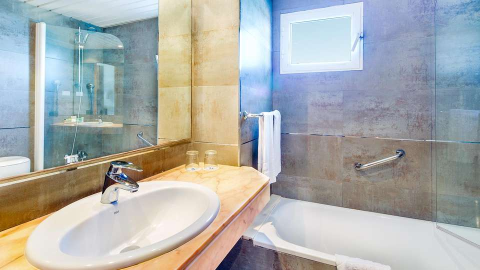 THB Hotel Sur Mallorca - EDIT_BATHROOM_01.jpg