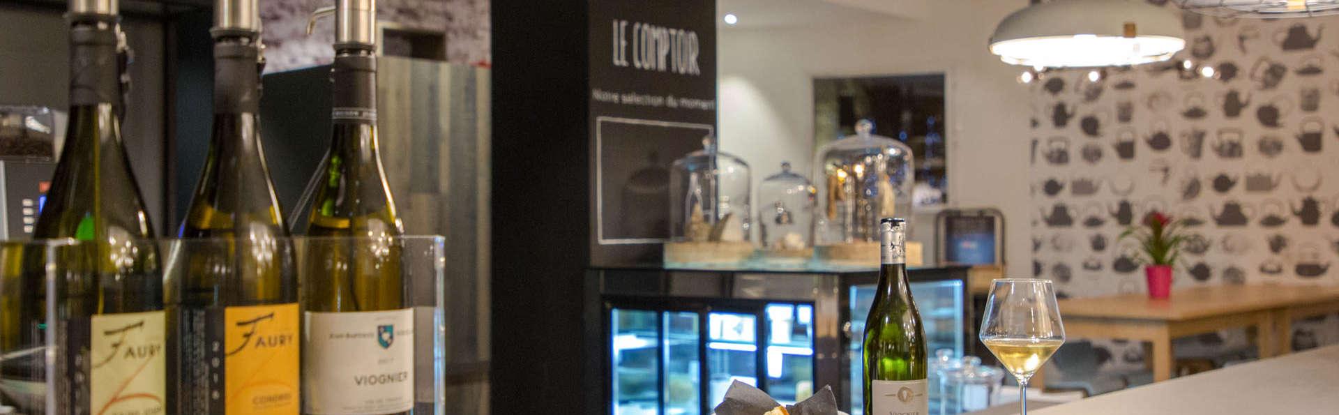 Dîner et nuit en hôtel design, près de Lyon
