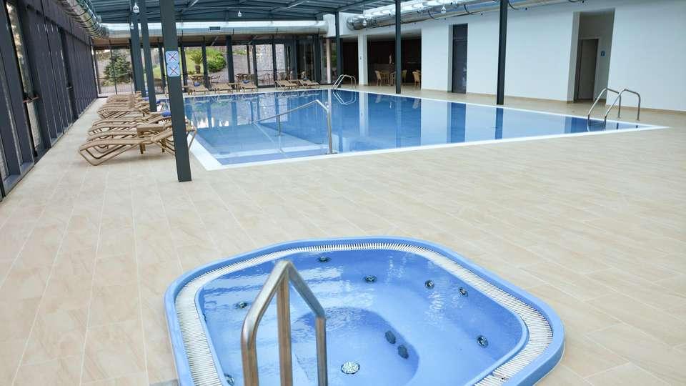 Hotel Quinta da Serra - EDIT_POOL_01.jpg