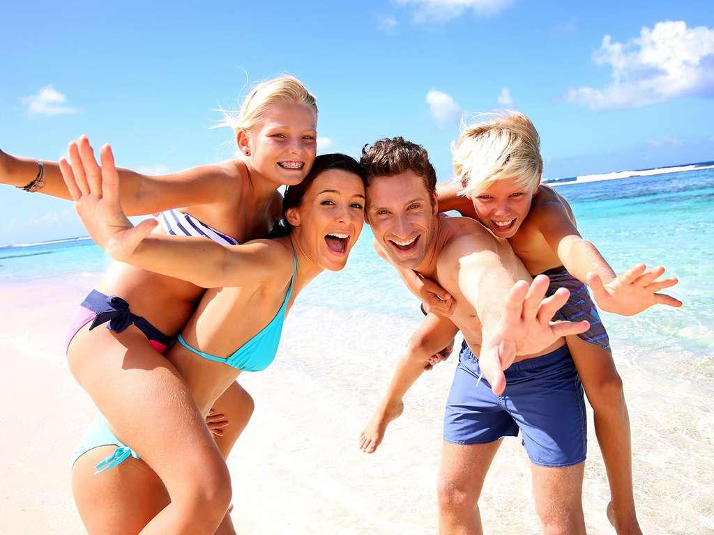 Séjour La Escala - Costa Brava en famille, demi-pension, séjour du 1er enfant est gratuit et le 2e est à 70%  - 3*