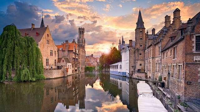 Rondvaart langs de pittoreske grachten tijdens een weekendje weg in Brugge