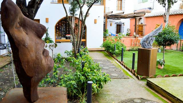 Escapada en la capital Granaína en un hotel céntrico, con piscina y con encanto (desde 2 noches)