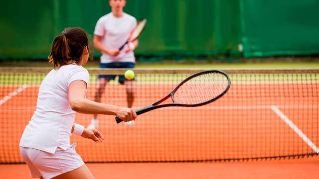 1 accès au court de tennis pour 2 adultes
