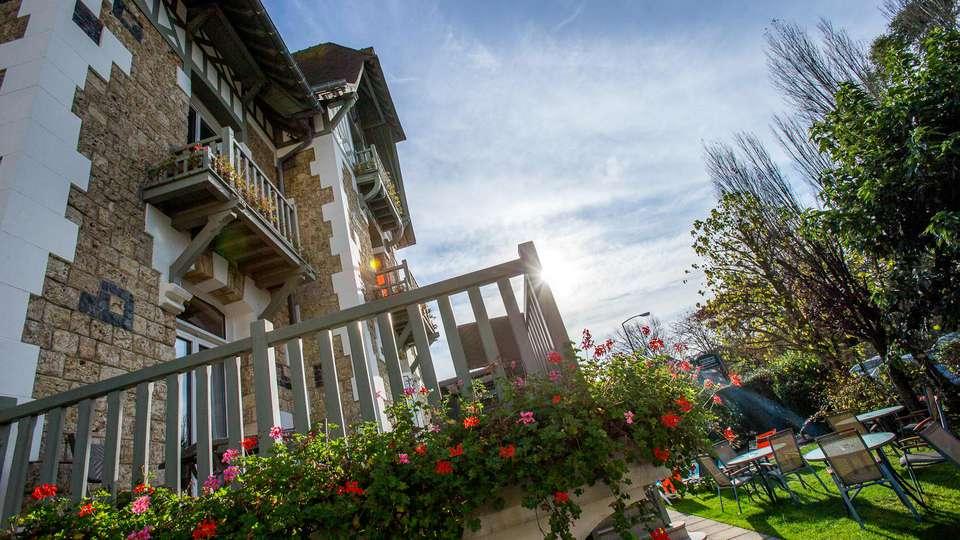 Hôtel Augeval - EDIT_FRONT_02.jpg