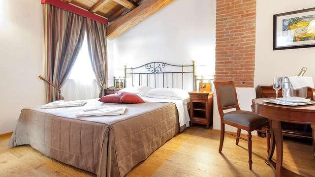Habitación en Superior y acceso a la exclusiva Área de Relax para una estancia romántica en Verona