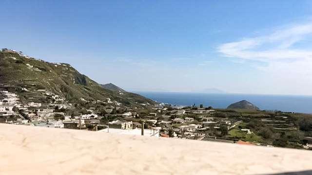 Descubre la belleza de la isla de Isquia y vive una experiencia única con cena