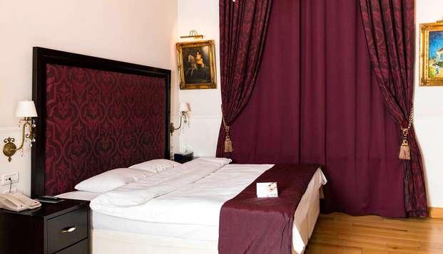 Relájate en un lujoso y confortable hotel de Bucarest y descubre esta encantadora ciudad