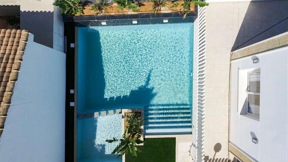 Hotel La Laguna Spa & Golf - EDIT_N2_POOL_04.jpg