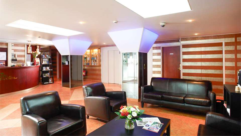 Hotel Center  - EDIT_LOBBY_01.jpg
