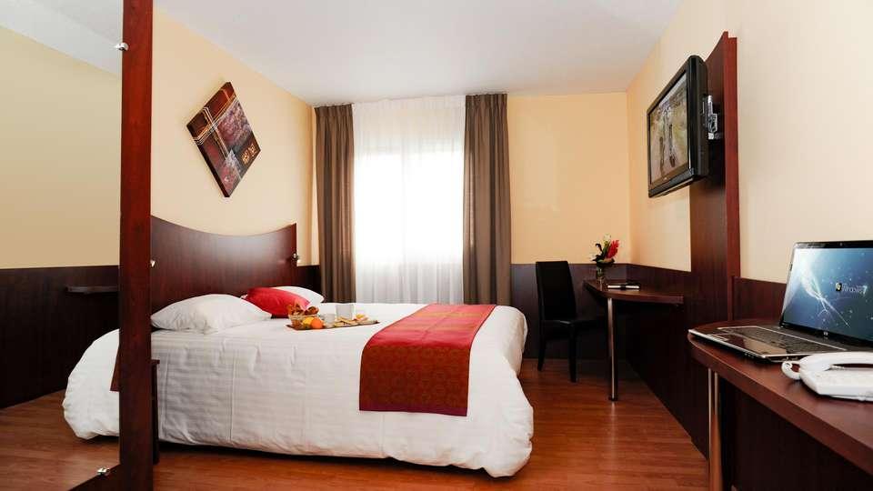 Hotel Center  - EDIT_ROOM_01.jpg