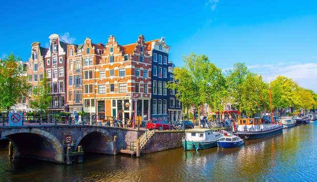 Moderne comfort in de geschiedenis rijke stad, Amsterdam