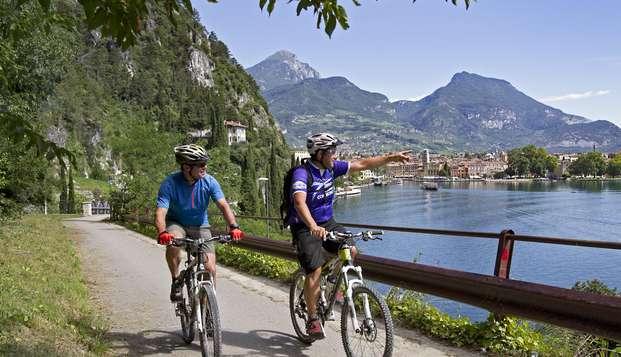 Descubre el Valle de Ezcaray en bici y alójate en un apartamento con encanto