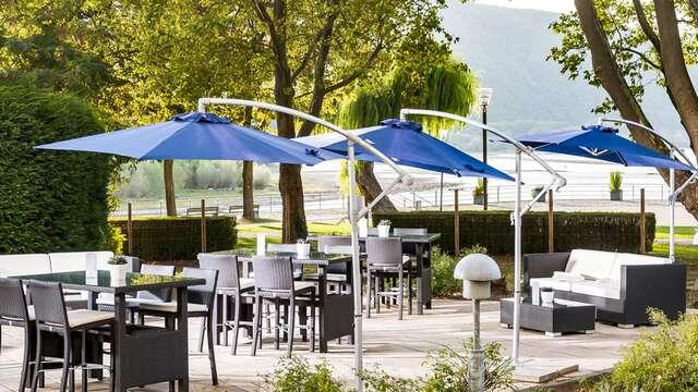 Verblijf vlakbij natuurpark Rijn-Taunus of het Rijndal met zicht op het mooie meer