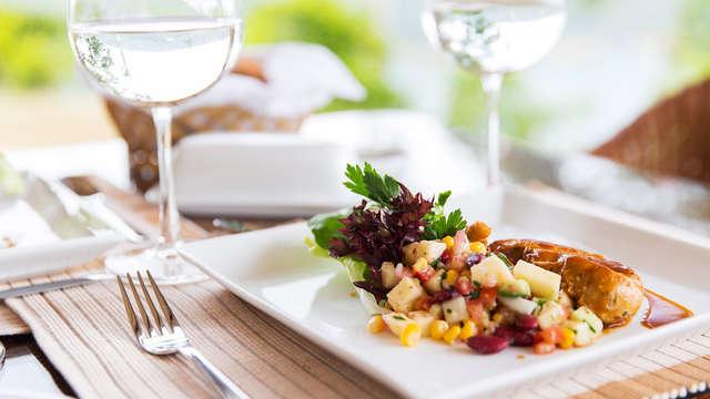 Escapada con cena, botella de vino y aparcamiento gratuito en plena naturaleza de Lanjarón