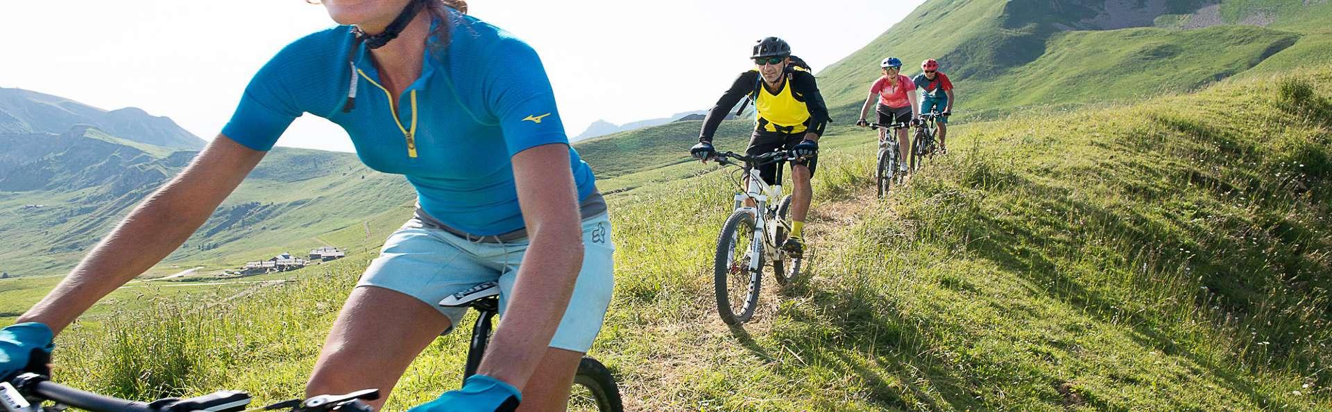 Escapade à vélo et moment de détente sous le soleil de La Clusaz