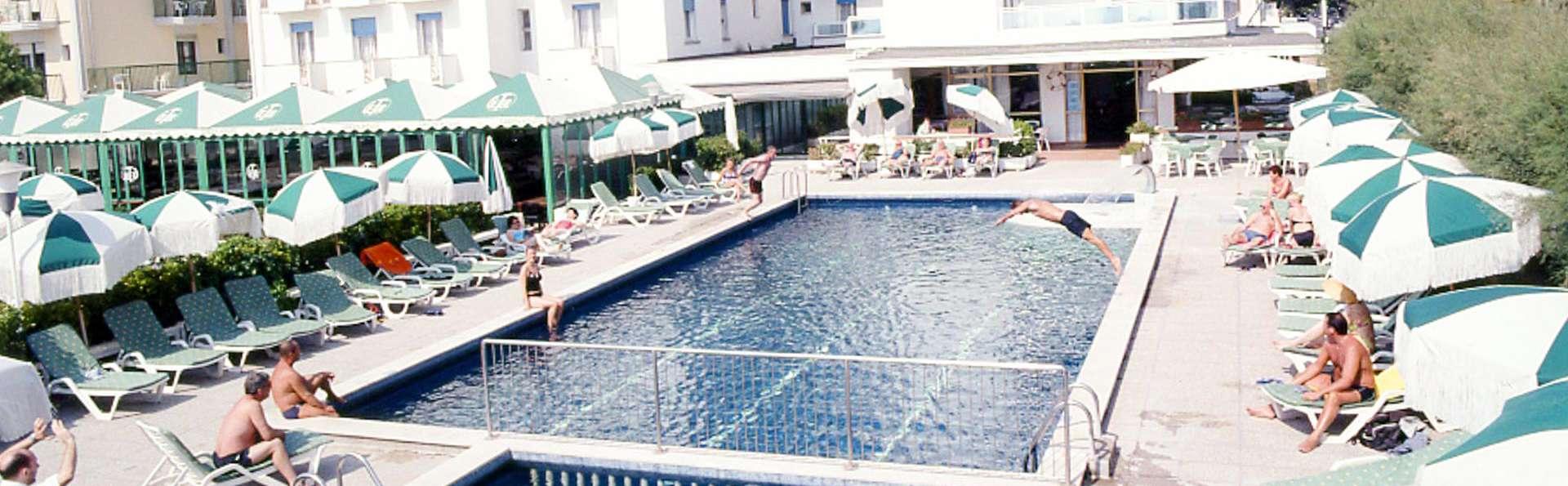 Hotel Heron - EDIT_POOL_01.jpg