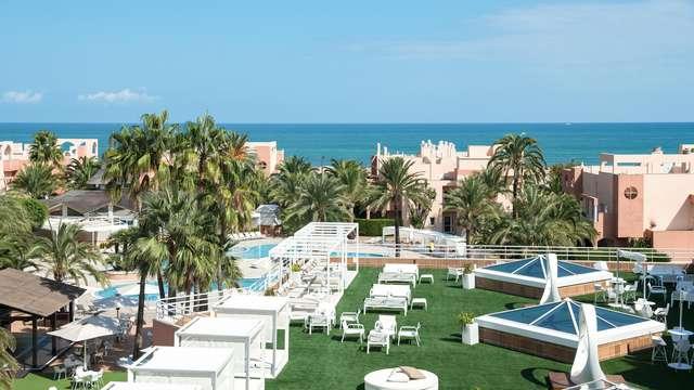 Escapada romántica en un resort frente al mar con cena, cava y sesión de spa