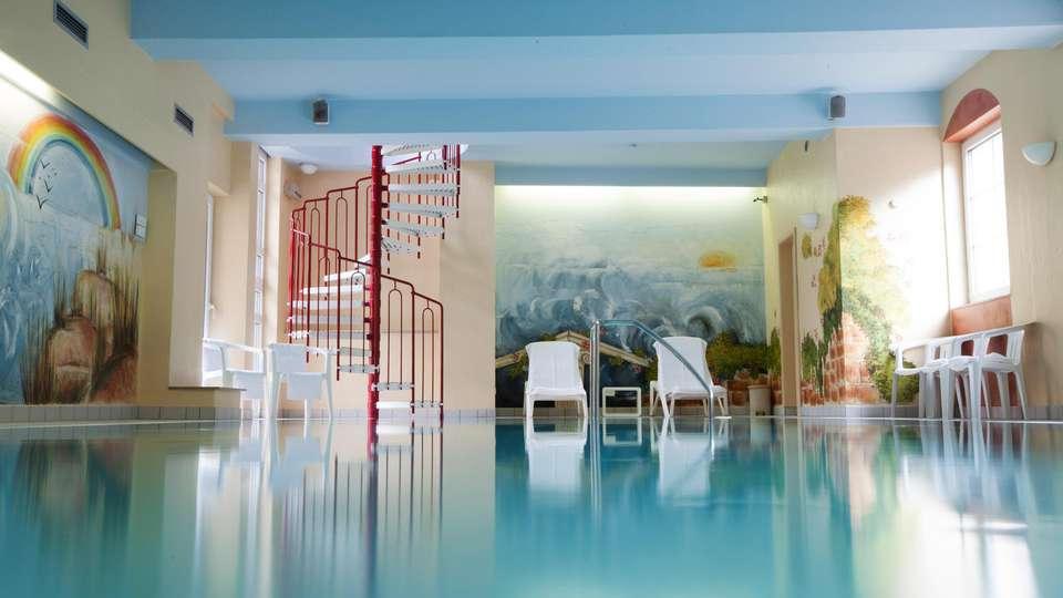 Hotel Du Commerce - EDIT_NEW_POOL_01.jpg