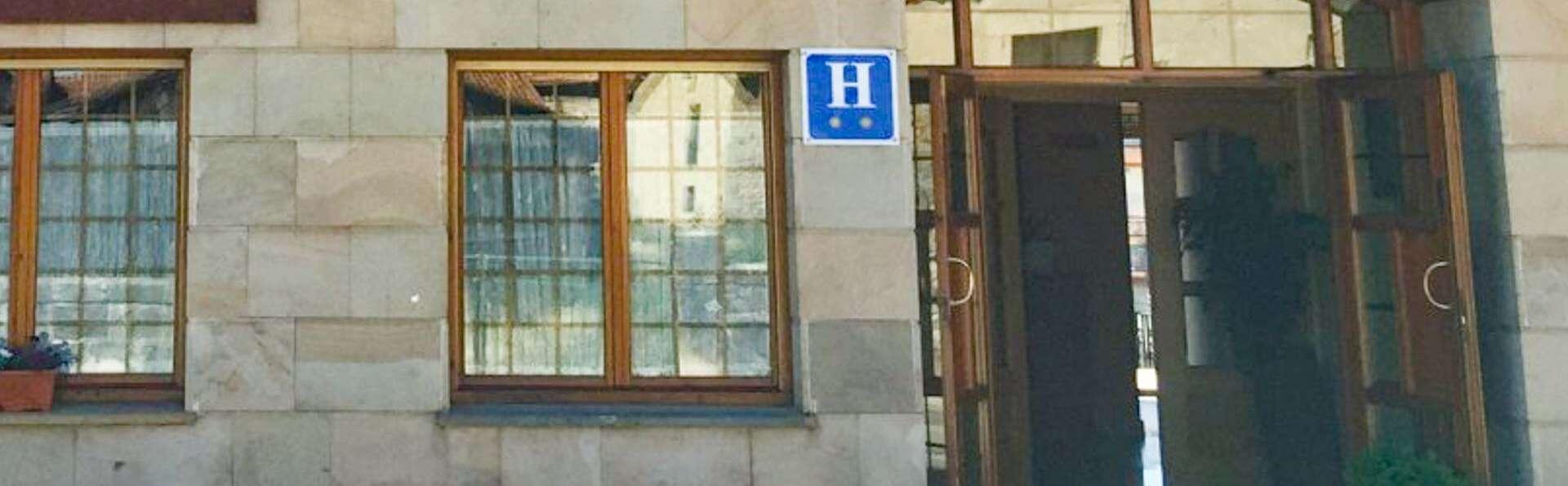 Hotel Alvargonzalez - EDIT_ENTRANCE.jpg