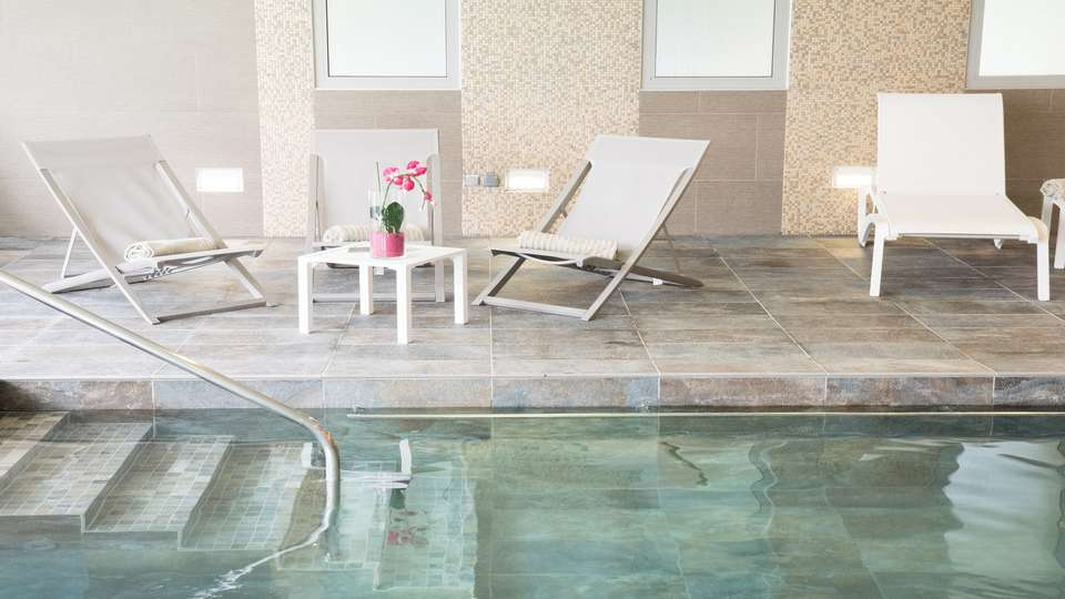 Clarion Hotel Château Belmont - EDIT_New_Pool-deckchair.jpg