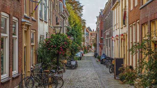 Verblijf midden in het centrum van Leiden met moderne comfort en een verwarmd zwembad