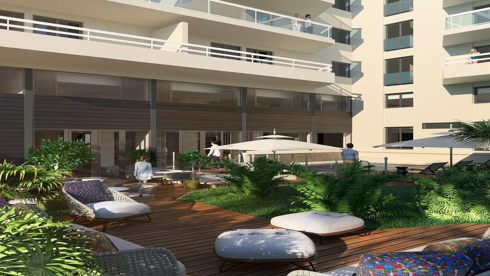 Hotel Croisette Beach Cannes MGallery - PISCINE___JARDIN.jpg