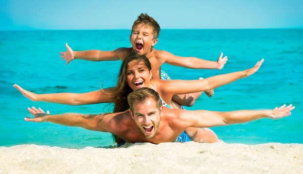 Vacaciones en familia con un niño incluido en pensión completa en Malgrat de Mar