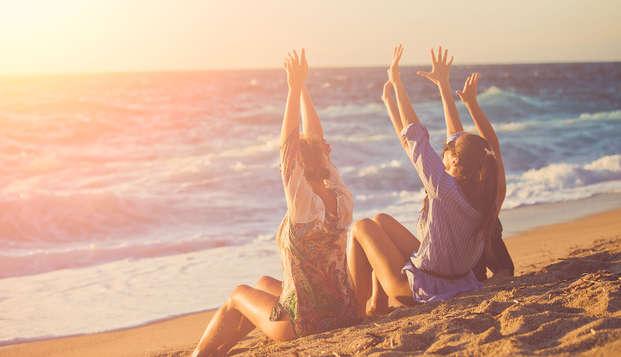 Sol, playa y arena entre amigos en habitación triple y media pensión en Malgrat de Mar