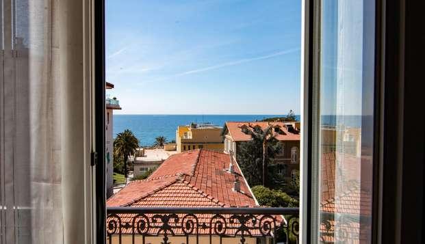 Chambre triple dans un hôtel raffiné situé à deux pas de la mer de Sanremo !