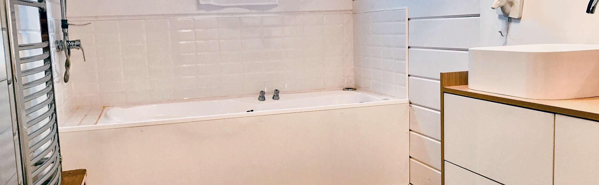 Romanticismo y relax para adultos con bañera de hidromasaje en la habitación y spa privado