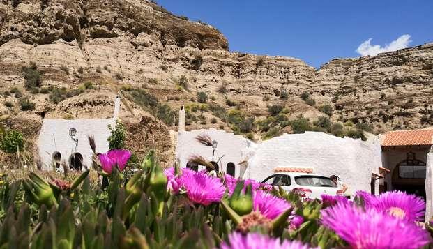 Alójate en habitación triple a los pies de Sierra Nevada