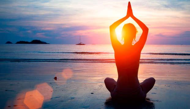 Escapada Zen: Media Pensión, acceso al Talaso y Sesión de Yoga en la Costa Vasca